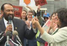 Tlaib, Green present impeachment petition